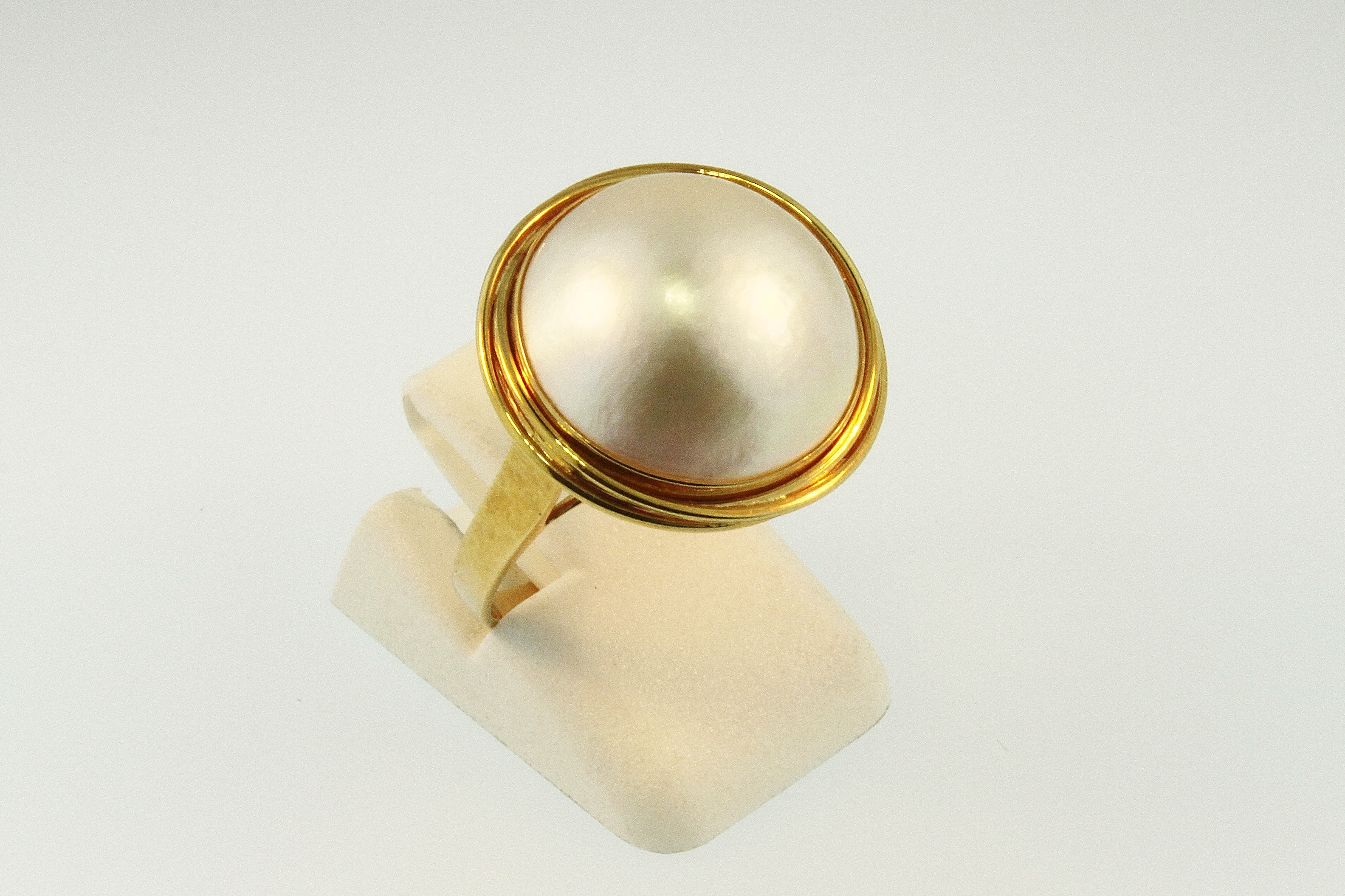 8c7045f69 14k yellow gold Mabe Pearl Ring